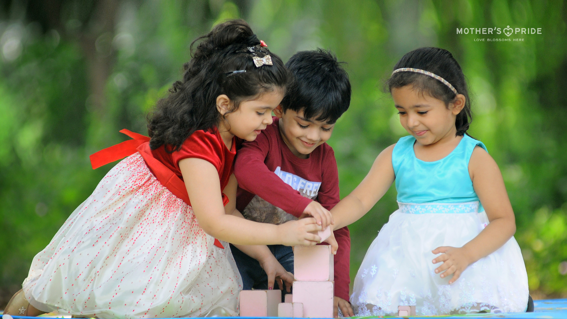 HELP YOUR CHILD DEVELOP SOCIAL SKILLS